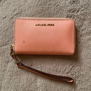 michael kors light pink wristlet/wallet